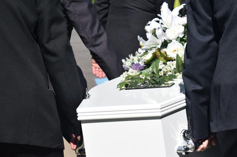 Pogrzeb świecki – czym się charakteryzuje?
